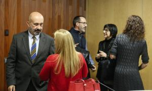 Martínez Benazel i Filloy conversant amb els representants de les entitats.