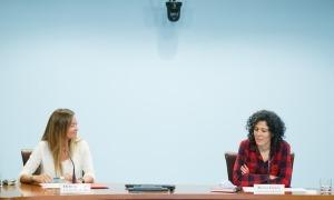 Helena Mas i Mireia Garcia en la roda de premsa d'aquesta tarda.