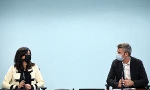 Teresa Milà i Jordi Olivé, durant la roda de premsa, aquest matí.