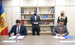 Gallardo i Lacasa durant la signatura de l'acord.