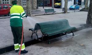 L'ajuntament va iniciar la desinfecció d'elements del mobiliari urbà.