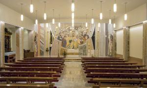 La parroquial de Sant Julià, amb el nou mosaic del presbiteri inaugurat el 10 de juny.
