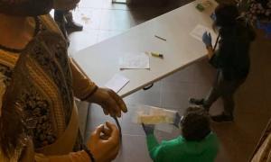 Recollida de mascaretes confeccionades per voluntaris de la Seu.