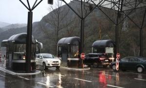 Vehicles creuant la frontera del diu Runer.