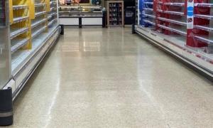 Un supermercat de Londres, buidat pels compradors.
