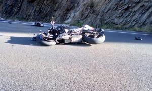 La motocicleta accidentada a la C-13 a Llavorsí.
