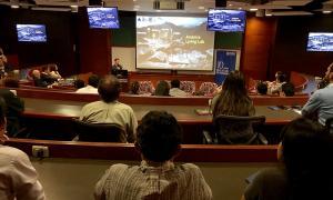 La conferència del director d'Actua Innovació, Marc Pons, ha omplert la sala de la universitat.