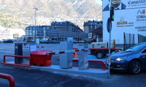 ANA/ Un vehicle entrant a l'aparcament de l'antiga estació d'autobusos.