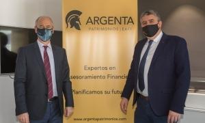 El conseller executiu i director general de Vall Banc, José Luis Dorado, i el director d'Argenta Patrimonios, Juan Manuel Casanovas.