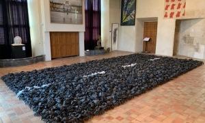 La mostra, al castell de la Tour d'Aigues, la completen obres de la col·lecció Fimac.