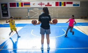 Una de les activitats que s'ofereixen a la capital és un campus de bàsquet.