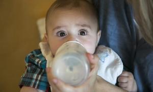 El ministeri de Salut anuncia la retirada del mercat de llets infantils del grup Lactalis El ministeri de Salut anuncia la retirada del mercat de llets infantils del grup Lactalis