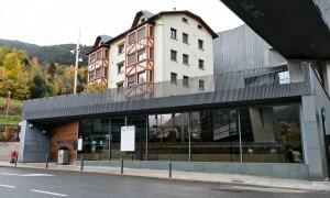 Exterior de la biblioteca Antoni Morell de la Massana.