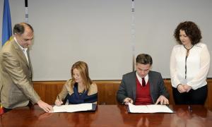 El Govern signa l'adhesió a l'Associació Carnet Jove d'Andorra