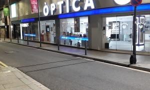 Els cables del comptador de cotxes eren visibles al carrer de la Sardana.