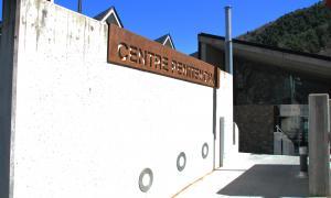 Façana del centre penitenciari de la Comella.