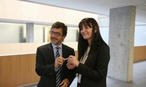 Consell General/ El ministre de Finances, Jordi Cinca, lliura a la subsíndica, Mónica Bonell,  un USB amb els pressupostos 2019