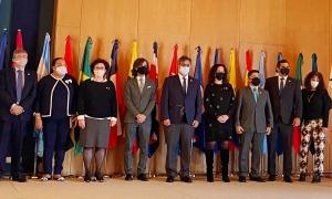 La ministra Pallarés amb els participants en la reunió del CLAD a Lisboa.
