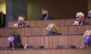 Els grups de la majoria parlamentària en una sessió del Consell General.
