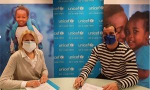 La presidenta d'Unicef Andorra, Laura Álvarez i Edgar Serra, gerent d'Stadesport i fundador de l'Handball School.