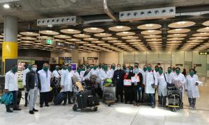 Els professionals sanitaris a l'aeroport de Madrid.