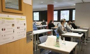 Estudiants en un dels cursos preparatoris.