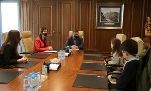 Josep Majoral i Mireia Codina amb els consellers infantils Lilia Amigó i Bernat Vitales.