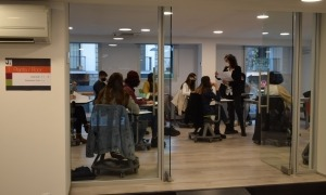 Primeres classes al nou edifici el 'Cub' de la Universitat d'Andorra.