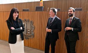 Roger Torrent amb els sindics durant la visita al Consell General.