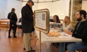 Imatge d'una mesa electoral en una convocatòria passada