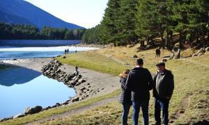El candidats van explicar la inicitaiva des del mateix llac d'Engolasters.