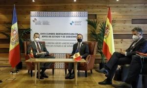 El rei d'Espanya, Felip VI, i el cap de Govern, Xavier Espot, en la reunió bilateral d'aquest matí.