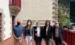 Representants del ministeri de Cultura, del Comú d'Escaldes i de Velles Cases Andorranes després de l'acord assolit.