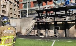La torre per a mitjans gràfics un cop els bombers han apagat les flames.