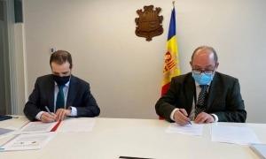 Moment de signatura del protocol.