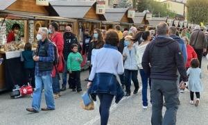 El Camí Ral de Cerdanya, on s'han instal·lat les parades de formatges, ha estat molt concorregut.