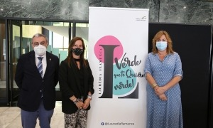 L'ambaixador d'Espanya a Andorra, Àngel Ros; la cònsol menor de Sant Julià de Lòria, Mireia Codina i l'organitzadora del cicle, Lola Vallespí, durant la presentació.