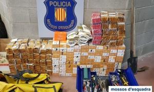 El tabac i altres elements per a l'elaboració de cigarretes comissats pels Mossos d'Esquadra.