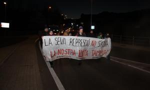 Els manifestants del CDR de l'Alt Urgell durant la caminada d'aquest matí.