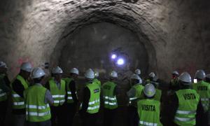Les autoritats van assistir a la calada del túnel de Tresponts.