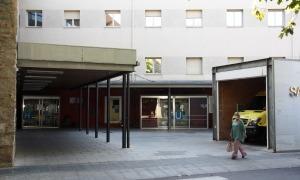 Una de les entrades del Sant Hospital de la Seu d'Urgell.