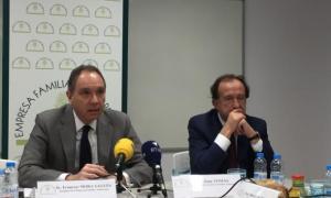 El president i el secretari de l'EFA, Francesc Mora i Joan Tomàs, en una compareixença anterior.