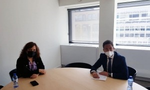 López amb la presidenta d'Alianza Progresista de Socialistas i Demócratas al Parlament Europeu, Iratxe Garcia.