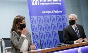 La ministra d'Educació i Ensenyament Superior, Ester Vilarrubla, amb el director de Comunicació d'Humanium International University, Eugenio Martin.