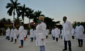 Metges i infermers de la Brigada Mèdica Internacional cubana Henry Reeve abans de marxar a Andorra.