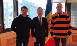 Espot amb els dos representants de l'Associació Andorrana de Monitors d'Esquí.