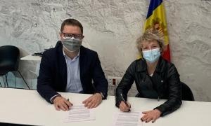 Un moment de la signatura del conveni entre l'AEC i Unisport.