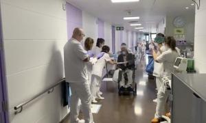 Un nou pacient donat d'alta que supera el coronavirus.