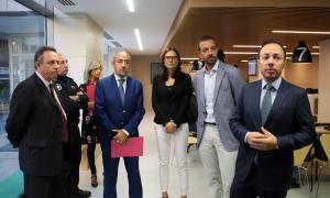 ANA/ Els ministres Xavier Espot i Jordi Torres, i el director de la policia, Jordi Moreno, durant la visita a les noves dependències.