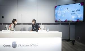 Meritxell López i Rosa Pascuet en la presentació dels actes d'inauguració del carrer Callaueta.